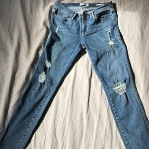 Frame very distressed jeans